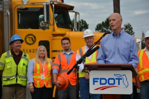 gov-scott-press-conference-for-i-95i-295-n-interchange-project-gov-scott-speaks-with-construction-teams-in-background